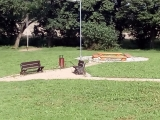 Odpočinková zóna v lesoparku